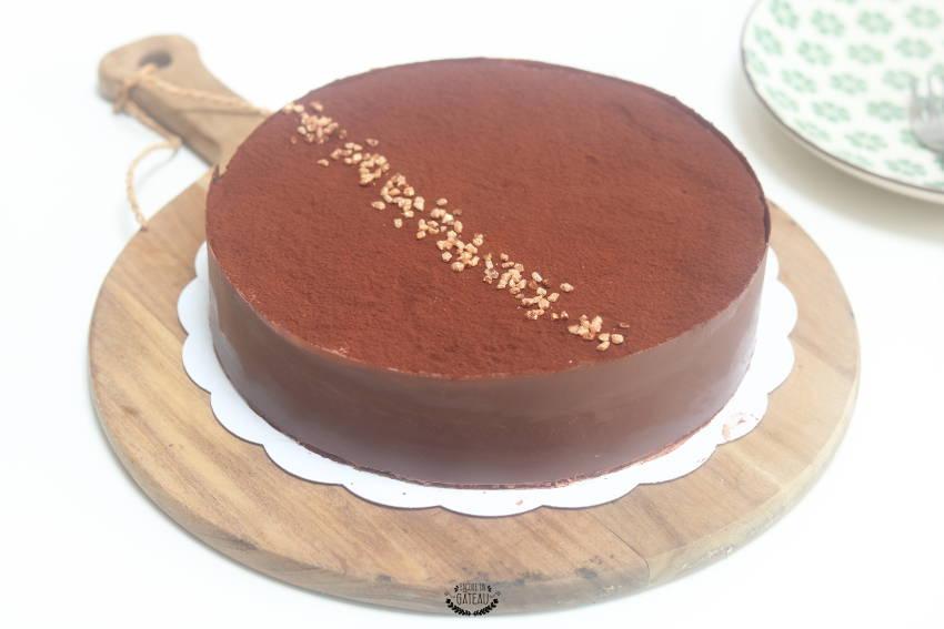 gateau au chocolat avec un fond croustillant
