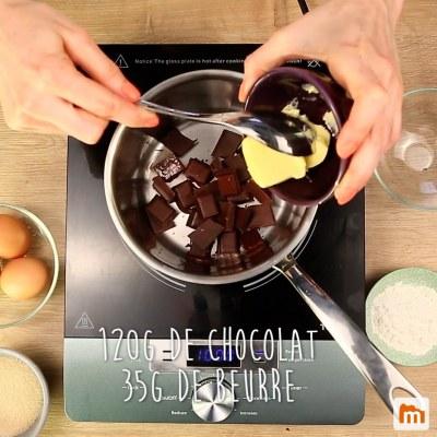 gateau au chocolat dans un ramequin